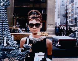 BLAKE EDWARDS - Holly Golightly (Audrey Hepburn)